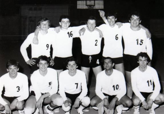 La formazione maschile del 1976-'77.