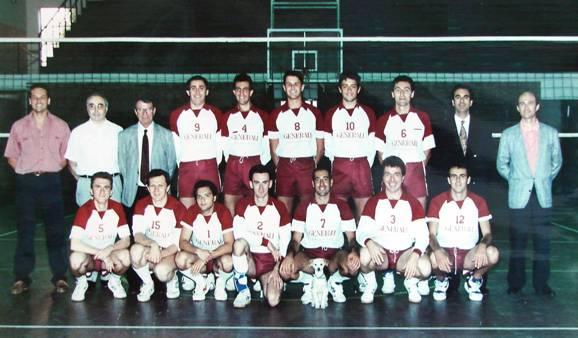 La formazione maschile del 1992-93 promossa in Serie C1. In piedi da sinistra: Bonaga (presidente), Selleri (direttore sportivo), Taddia (dirigente accompagnatore), Zaccarini, Zedda, Moro, Santini, Puzzo, Ghiselli (allenatore), dr. Ragazzini (sponsor). Accosciati da sinistra: Conti, Tassoni, Lippi, Taddia, Premoli, Finocchiaro, Stefanelli.